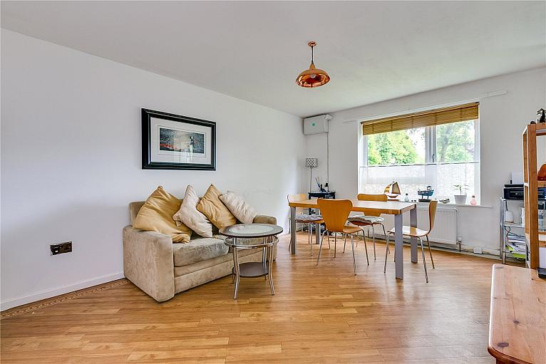 Oliver Close, Chiswick, W4