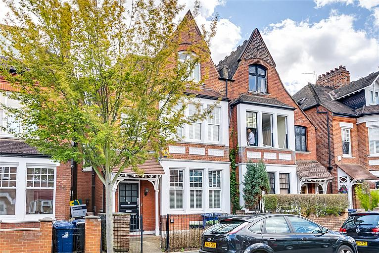 Fairlawn Avenue, Chiswick Park, W4