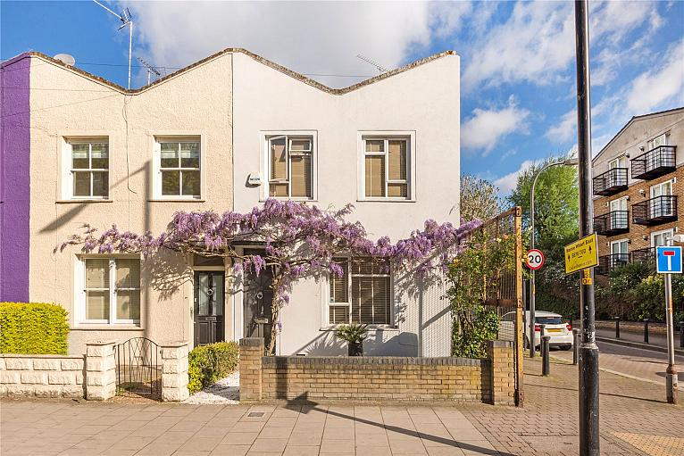 House for sale in Surrey Quays with Chestertons