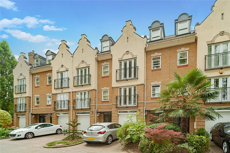 Barker Close, Kew, TW9
