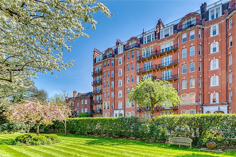 Oakwood Court, Holland Park, W14