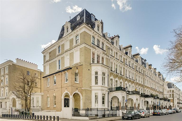 House for sale in SW10 with Chestertons
